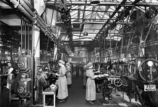 Women workers at Birmingham Small Arms Company factory in 1917